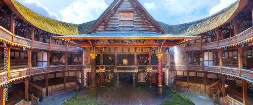 Foto  Shakespeare's Globe Theatre by the river Thames in Londob, UK