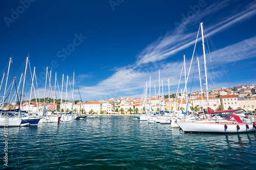 Foto auf AluDibond Schiff yachts moored at the pier in harbour of Losinj town, Croatia.