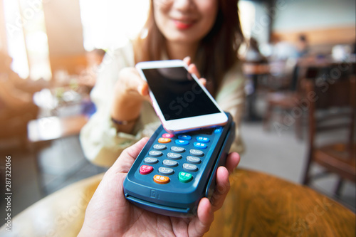 Fotomural Mobile Payment On Pos Machine