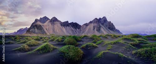 Fotografia Sand dunes on the Stokksnes on southeastern Icelandic coast with Vestrahorn (Batman Mountain)