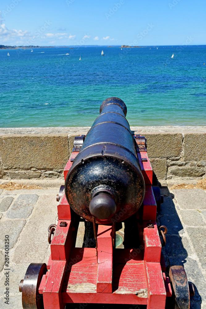 Fototapety, obrazy: Saint Malo; France - july 28 2019 : cannonr