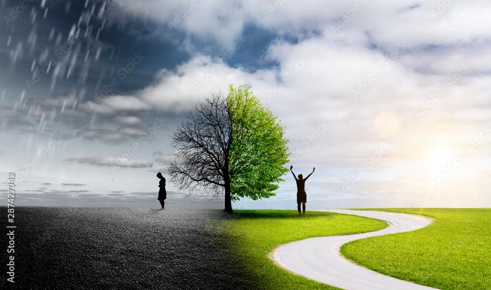 Fototapeta Silhouette einer Frau in einer Landschaft mit unterschiedlichen Emotionen