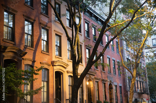 Photo  Row of typical Residential homes seen from New York City Manhattan