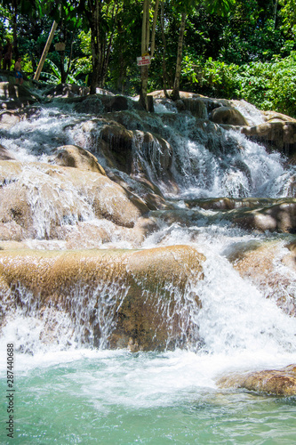 Fototapeten Forest river Turquoise water flowing over limestone