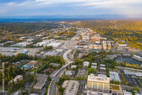 Photo  Drone shot of the city of Bellevue from above