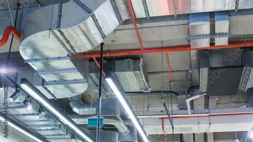 Fotografía Industrial utilities under the ceiling