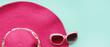 Leinwanddruck Bild - Summer hat and sunglasses for background