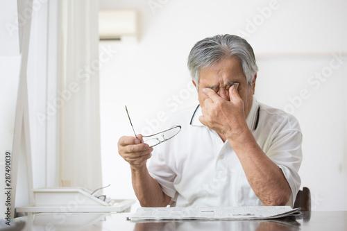 Obraz na plátně  日本人シニア 疲れ