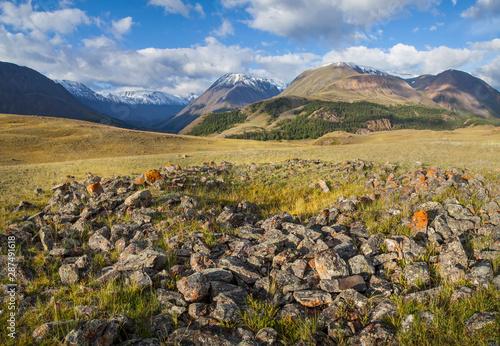 Foto auf Gartenposter Hugel Scythian mound in the Altai mountains