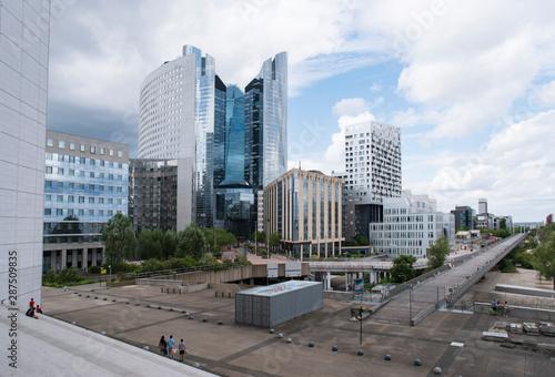 Photo sur Toile Les Textures Detail of a modern glass building in Paris, France
