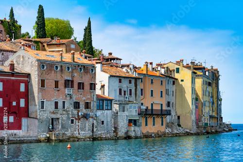 Foto auf AluDibond Schiff Altstadt und Hafen Rovinj, Kroatien