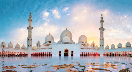 Fotografie, Obraz Sheikh Zayed Grand Mosque in Abu Dhabi panoramic view