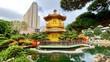 Leinwanddruck Bild Goldene Pagode mit Hochhäusern von Diamond Hill an See in Nan Lian Garden in Hongkong