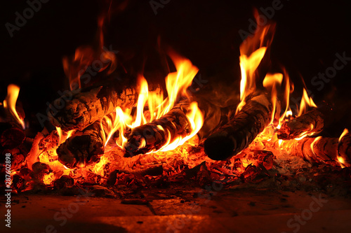Fotomural Burning wood in a fire place