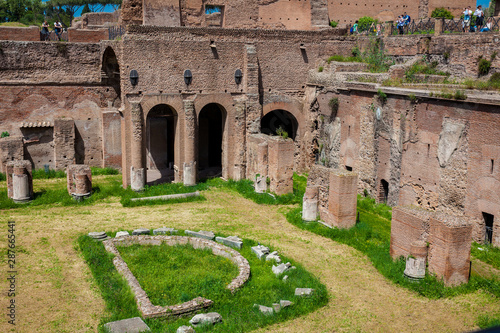 Fotografia, Obraz  Tourists visiting the Stadium of Domitian on the Palatine Hill in Rome