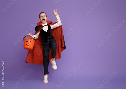 Deurstickers Hoogte schaal little Dracula with a basket