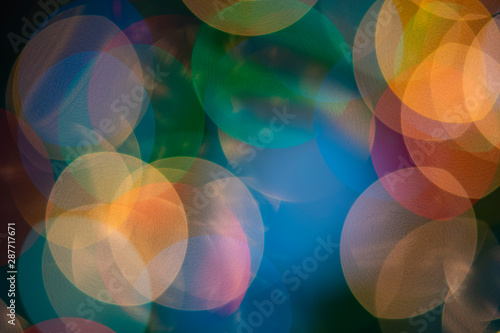 Photo Macro photography of Christmas lights and ornaments on a Douglas fir tree