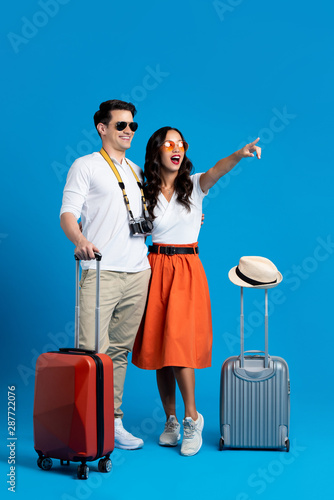 Tourist couple enjoying their summer vacation - 287722076