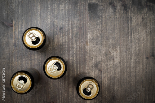 Photo Opened Cans of beer on wooden table