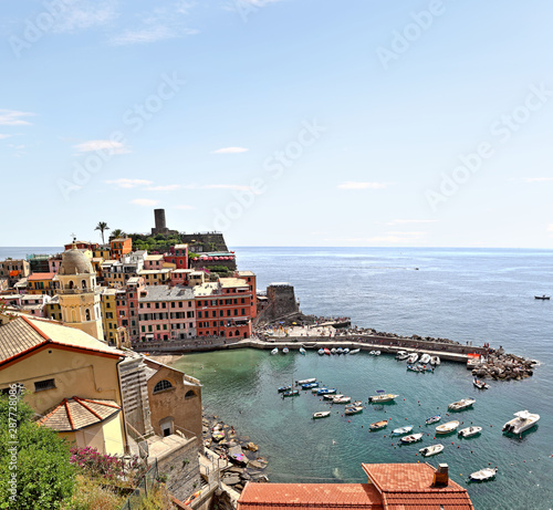 Photo  Vernazza Cinque Terre, Italy - view of the beautiful fishing village and its har