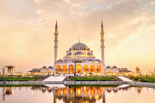 Obraz na plátně Sharjah Mosque beautiful sunset view second biggest mosque in United Arab Emirat