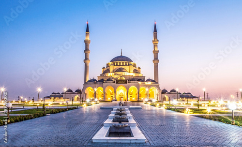 Photo Largest Mosque in Sharjah beautiful traditional Islamic architecture new tourist