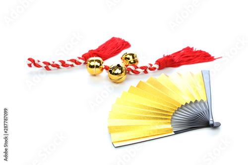 Fotografía 金色の扇と紅白房と鈴