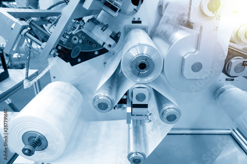 Fotografía  The operation of automatic plastic bag production machine with lighting effect