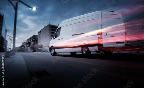 Lieferwagen bei Morgendämmerung in einer Stadt Tapéta, Fotótapéta