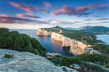 Langzeitbelichtung Der Küste Capo Caccia Von Einem Aussichtspunkt Auf Sardinien.