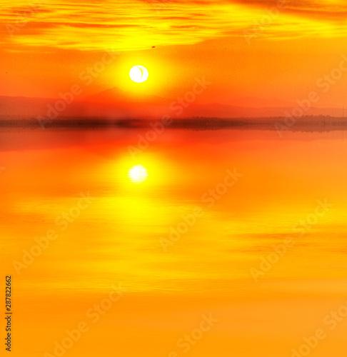 Stickers pour portes Orange eclat amanecer doraro en el mar en calma
