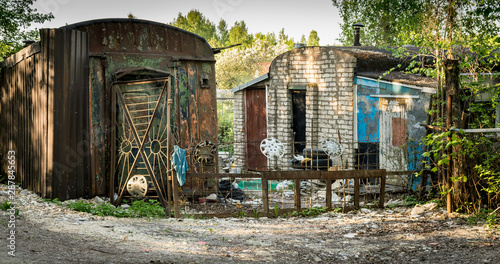 various shacks situated in the forest. Fototapet