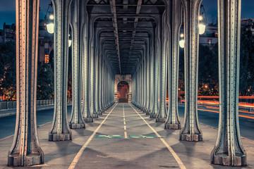 Fototapeta Mosty Bir-Hakeim bridge at sunset in Paris