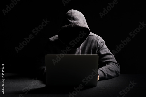 Fotomural  Hacker working on laptop in the dark