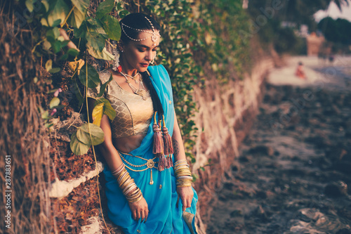 girl dressed in indian saree Fototapeta