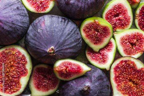 Stampa su Tela Background of figs. Fresh, juicy ripe fig fruits slices.