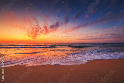 Printed kitchen splashbacks Purple Beautiful sunset over the tropical sea