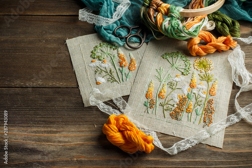 Cuadros en Lienzo  Sewing accessories on wooden background