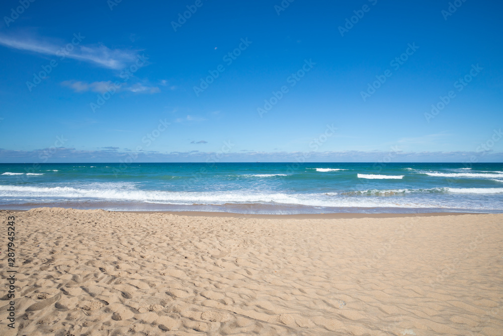 Fototapety, obrazy: front view of seashore of Palmar Beach with sand, turquoise ocean water and horizon in Vejer village (Cadiz, Andalusia, Spain)