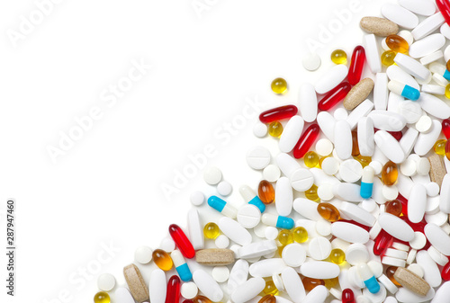 Stampa su Tela  medicine pills, tablets and capsules on white background.