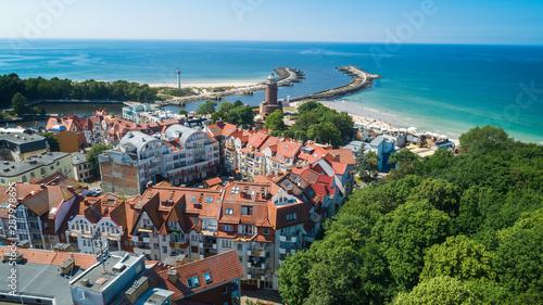 Fototapeta premium Kołobrzeg – piękne miasto i uzdrowisko nad Morzem Bałtyckim z lotu ptaka