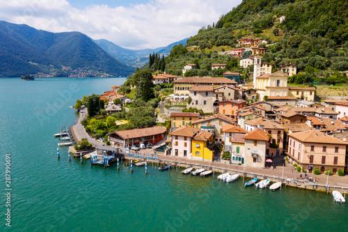 Lago D'Iseo (IT) - Peschiera Maraglio - vista aerea Fototapet