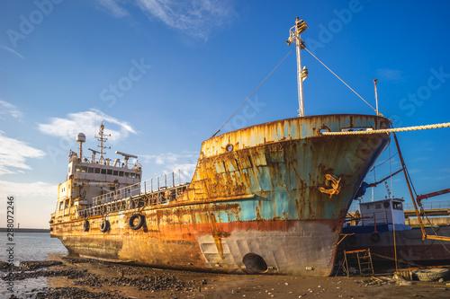 Poster Naufrage Abandoned broken ship at Zhuwei Fish Harbor