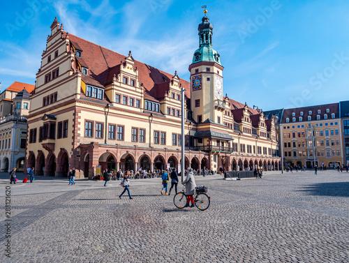 Leipziger Rathaus mit Marktplatz im Zentrum Wall mural