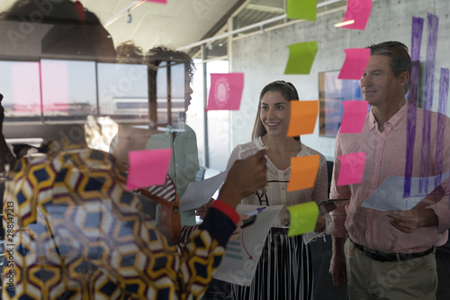Poster Avion à Moteur Business colleagues interacting with each other in office