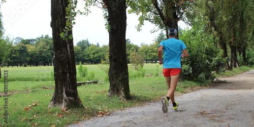 Photo Correre serenamente nel parco in estate - relax