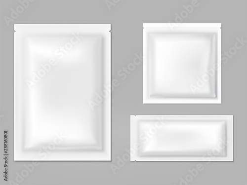 Photographie Blank white sachets for wet wipes, sauces or spices, easy tear sealed, rectangular plastic, foil or polythene packets isolated 3d realistic vector illustration