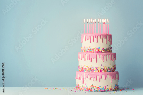 Photographie Tiered birthday cake