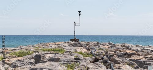 Vistas al mar desde el espigón de rocas