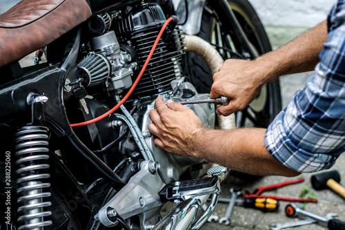 Motorrad Reparatur Canvas Print